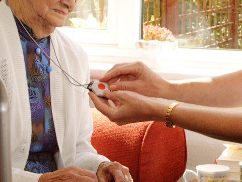 Rechenberg-The-many-benefits-of-a-monitored-medical-alert-alarm-thumb-1200x900